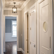 Traditional Hall by Cameo Homes Inc.