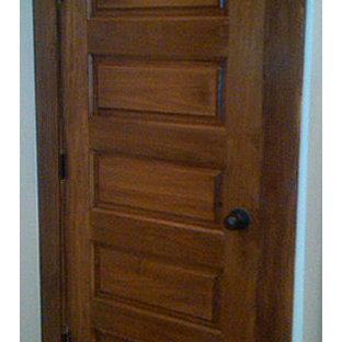 Cette photo montre un couloir craftsman.