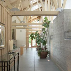 Traditional Hall by Gelotte Hommas Architecture