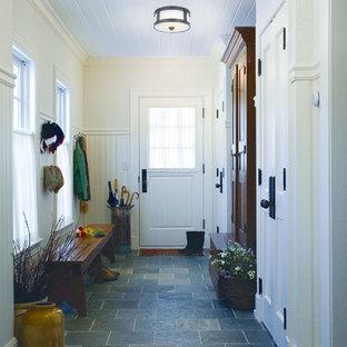 Пример оригинального дизайна: коридор в стиле кантри с синим полом
