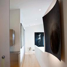 Contemporary Hall by McIntosh Poris Associates