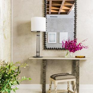 Пример оригинального дизайна интерьера: коридор среднего размера в стиле современная классика с серыми стенами и полом из керамогранита