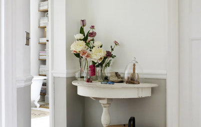 Neat Ways to Fit a Console Table Into Your Small Hallway