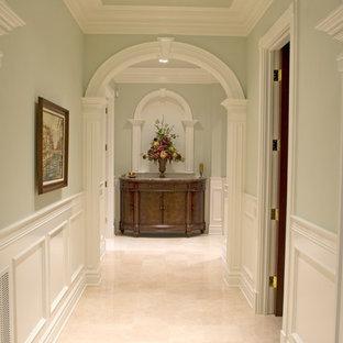 Foto di un ingresso o corridoio chic con pareti verdi e pavimento in marmo