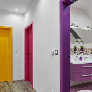 Idées déco pour un petit couloir moderne avec un mur blanc.