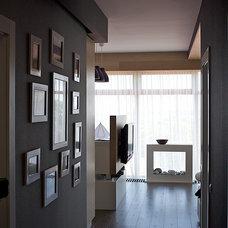 Contemporary Hall by SVOYA studio