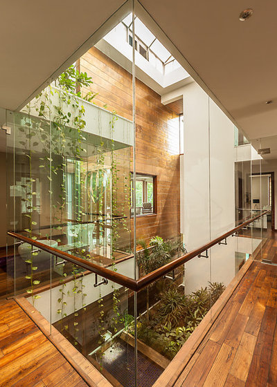 Contemporary Hallway & Landing by Kumar Moorthy & Associates