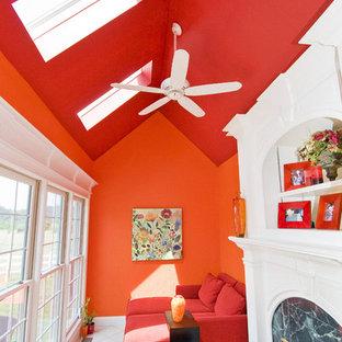 Новые идеи обустройства дома: коридор в классическом стиле с оранжевыми стенами и белым полом