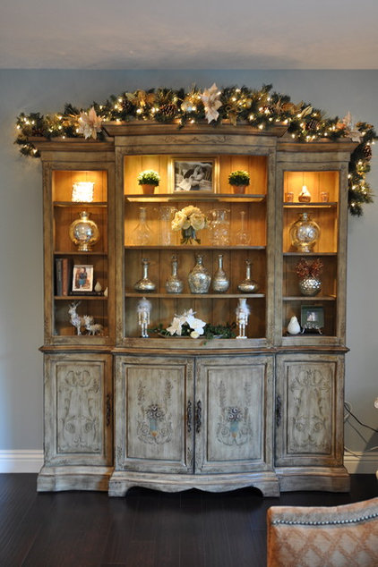 Traditional Hall Junior League Holiday Home Tour