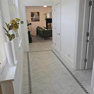 Idée de décoration pour un couloir victorien.