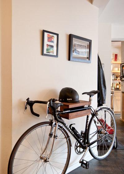 hereingeradelt so verstaut man das fahrrad in der wohnung. Black Bedroom Furniture Sets. Home Design Ideas