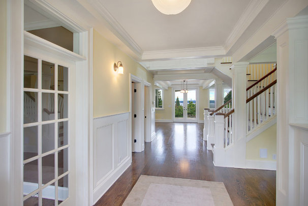 Traditional Hall by RW Anderson Homes