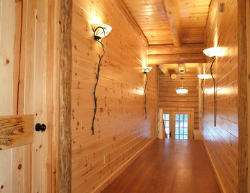 Knotty pine walls with double-header corners and decorative peeled posts