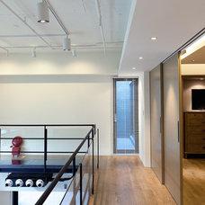 Contemporary Hall by PMK+designers