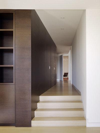 Modern Hall by John Maniscalco Architecture