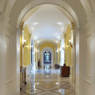 Idéer för vintage hallar, med gula väggar