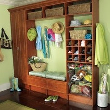 Traditional Hall by Distinctive Closets