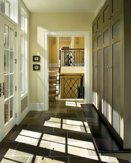 Contemporary Hall by LG Construction + Development