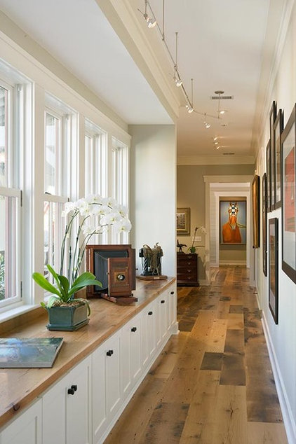 Rustic Hall by Wayne Windham Architect, P.A.