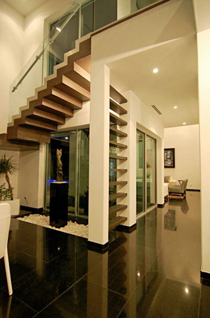 Modern Hall by Home & Commercial Designs