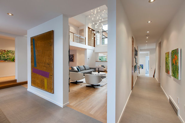 Contemporary Hall by Begrand Fast Design Inc.