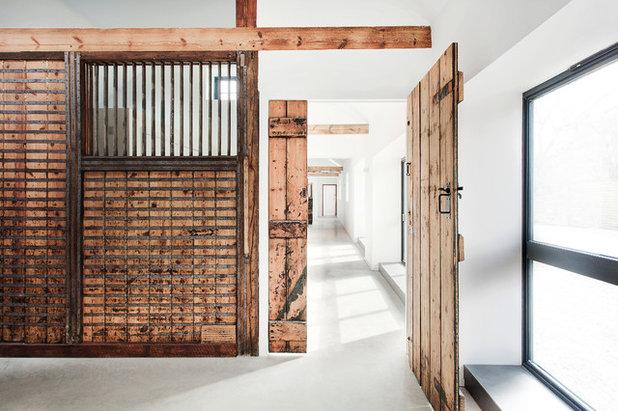Rústico Recibidor y pasillo by AR Design Studio Ltd