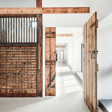 Rustic Hall by AR Design Studio Ltd