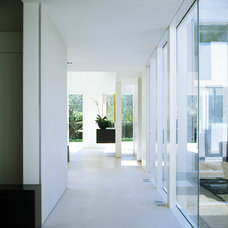 Contemporary Hall by Dirk Denison Architects