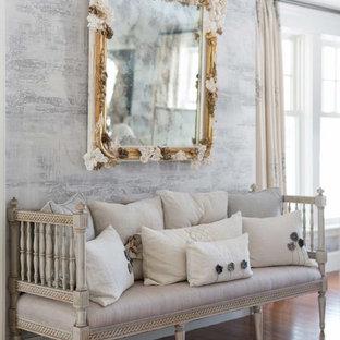 Новый формат декора квартиры: коридор в стиле шебби-шик с серыми стенами и паркетным полом среднего тона