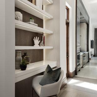 На фото: коридор среднего размера в стиле модернизм с белыми стенами, темным паркетным полом и коричневым полом с
