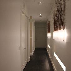 Modern Hall by Mauricio Nava Design