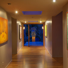 Modern Hall by Stillwater Dwellings