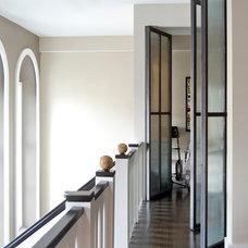 Modern Hall by Koo de  Kir