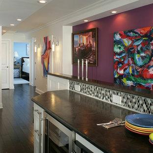 ニューアークの中サイズのコンテンポラリースタイルのおしゃれな廊下 (紫の壁、濃色無垢フローリング) の写真