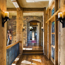 Rustic Hall by BLUE RIBBON BUILDERS INC