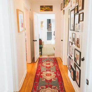 オースティンのエクレクティックスタイルのおしゃれな廊下の写真