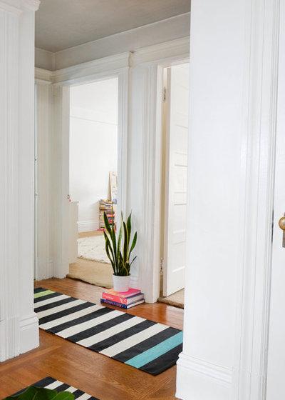 Ecléctico Recibidor y pasillo by Planning Pretty