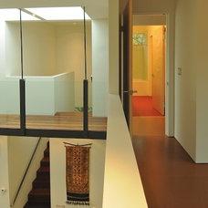 Modern Hall by Ainslie-Davis Construction