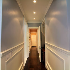 Traditional Hall by Prestige Mouldings & Construction, Inc.