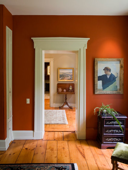 Traditional Hall by Jarrett Vaughan Builders, Inc.