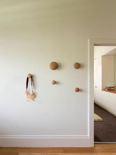 Contemporary Hall by Rebecca Naughtin Architect