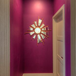 サンディエゴのコンテンポラリースタイルのおしゃれな廊下 (紫の壁) の写真