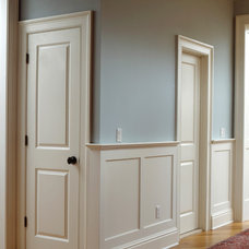 Traditional Hall by Fanatic Finish Inc.
