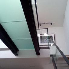 Modern Hall by Vitrévolution inc.