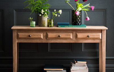 Decorating: How Dark Colours Can Work a Treat in a Hallway