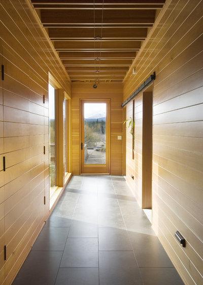 Contemporary Hall by Christian Gladu Design