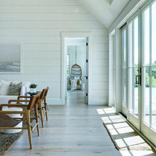 Immagine di un ingresso o corridoio stile marino