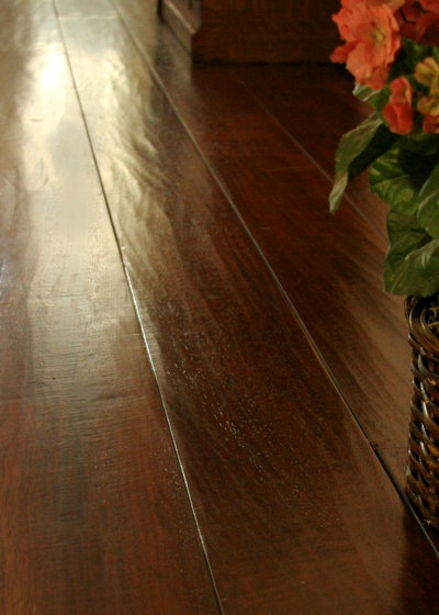 Traditional Hall by Plantation Hardwood Floors