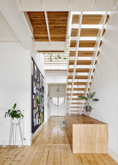 Contemporary Hall by Guild Architects