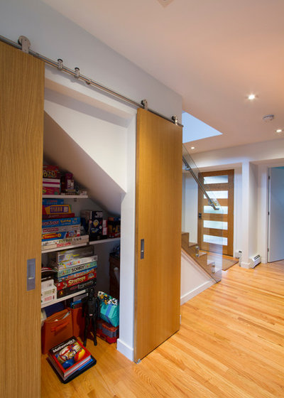 Modern Hall by Princeton Design Collaborative